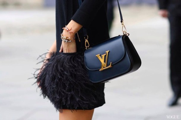 bag vl pants shirt black skirt skirt winter skirt black winter skirt fringes fringe skirt black fringe skirt short winter skirt sweater bracelets dress fashion feathers streetstyle