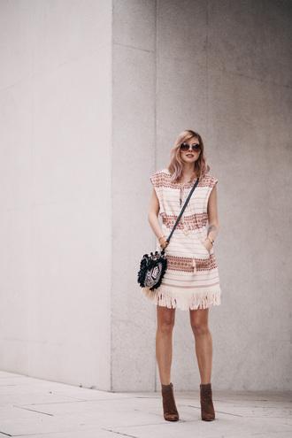 bekleidet blogger sunglasses dress bag cardigan blush pink pink dress fringes brown boots black bag mini bag spring outfits summer outfits