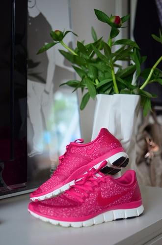 shoes nike free run nike free run 5.0 nike nike running shoes pink joggers sweatpants jogging shoes running shoes womens running shoes trainers sportswear athletic