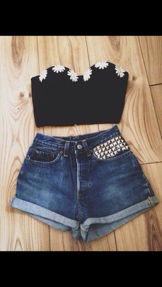 shorts crop tops top daisy top High waisted shorts crop tops embrodering crop top bustier crop tops high waisted shorts High waisted shorts denim high waisted denim studs studded shorts dark wash jeans shirt cute daisy black crop top black floral