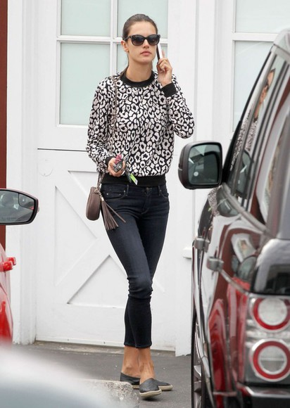 alessandra ambrosio jeans bag sunglasses sweater shoes