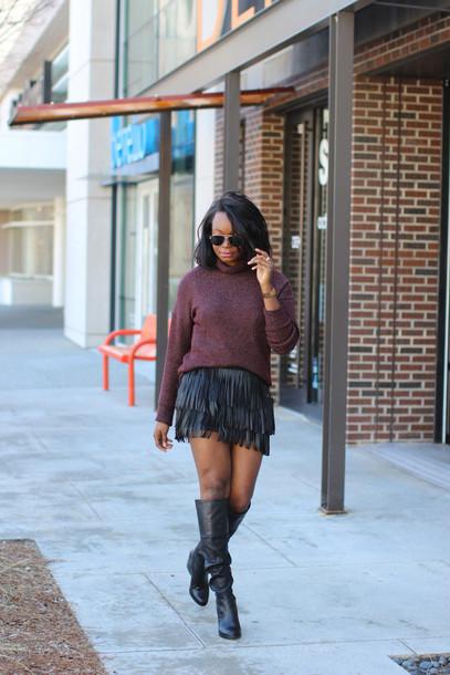 millennielle blogger turtleneck fringes black skirt black boots skirt shoes sweater fringe skirt