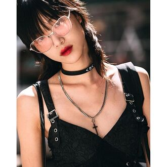jewels tumblr choker necklace black choker necklace sunglasses top black top 90s style gothic lolita