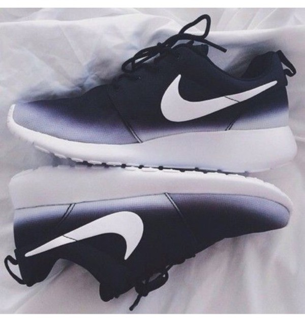 shoes nike running shoes nike roshe ombré nike ombre roshe run ombre nike sneakers roshe runs nike blacks white nike roshe run black and white nike air nike shoes black black and white black fade nike grey nike free run nike air force 1 nike pro nike shoes womens roshe runs white black shoes low top sneakers