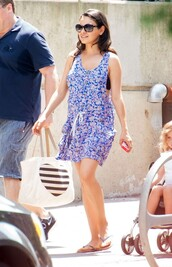 dress,floral,floral dress,mila kunis,sandals,flip-flops,summer dress,summer outfits