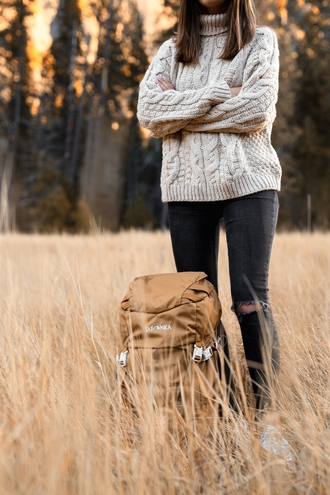 sweater tumblr white sweater cable knit white cable knit sweater turtleneck turtleneck sweater jeans black jeans ripped jeans black ripped jeans backpack casual travel bag travel