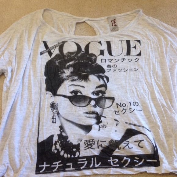 Unique audrey hepburn/vogue top with keyhole back from melissa's closet on poshmark