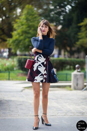 skirt,jeanne damas,black heels,mini skirt,floral,floral skirt,high heels,heels,top,blue top,turtleneck,bag,red bag