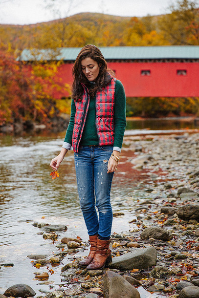classy girls wear pearls blogger jacket jeans bag jewels quilted vest green sweater brown boots flat boots skinny jeans ankle boots