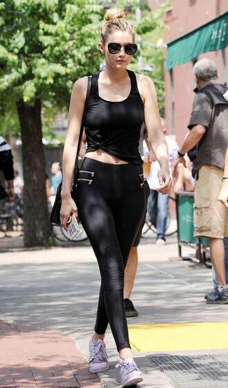leggings pants gigi hadid tank top sneakers sunglasses