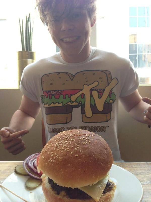 t-shirt 5 seconds of summer ashton irwin mtv