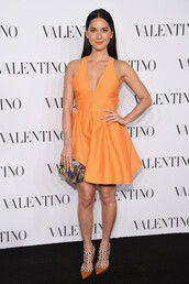 dress,orange dress,olivia munn,shoes,clutch,purse,bag