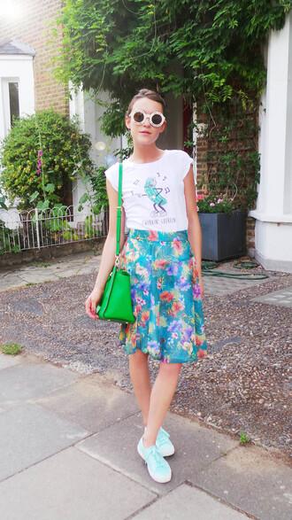 la petite anglaise blogger floral skirt green bag