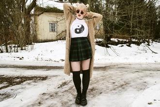 thelma malna blogger cardigan yin yang plaid skirt