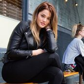 jacket,laney degrasse,model,curvy,leather jacket,black jacket,leggings,black leggings,fall outfits,beautiful,perfecto