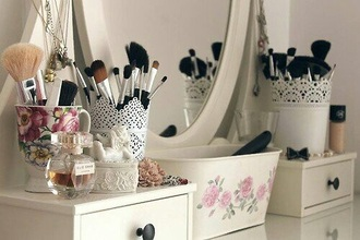home accessory white lace rose pot make-up makeup brushes