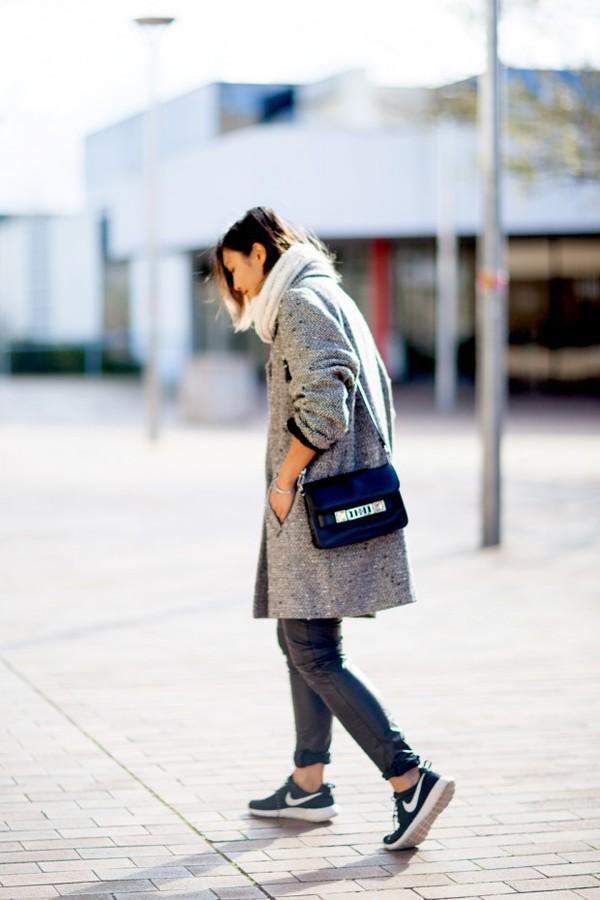 closet voyage blogger scarf shoes