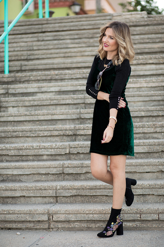 mi aventura con la moda blogger dress shoes bag sweater sunglasses green dress velvet dress ankle boots