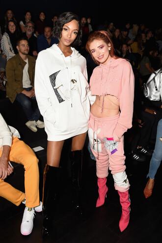 sweater hoodie boots over the knee sweatshirt sweatpants jourdan dunn bella thorne nyfw 2017 ny fashion week 2017 model off-duty