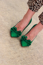 shoes,green heels,bow herls