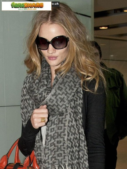 rosie huntington-whitley scarf grey and black scarf