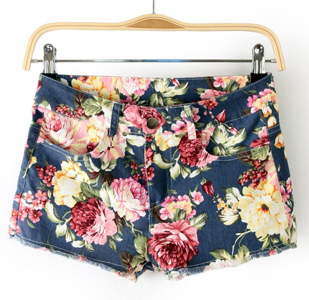 Free shipping 2013 new arrival women's fashion elegant retro floral print shorts vintage boots pants slim casual shorts