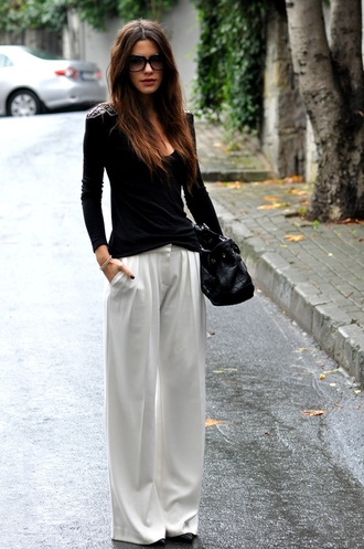 pants wide leg palazzo white flare bag sunglasses classy brunette black blouse white pants look