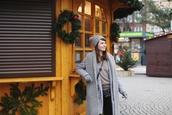 kapuczina,blogger,coat,shirt,pants,scarf,gloves,bag,sweater