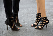 high heels,shoes,black,cut-out