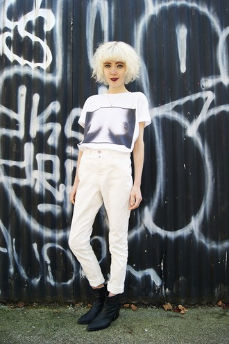 stella's wardrobe blogger t-shirt jeans shoes nipple all white everything funny