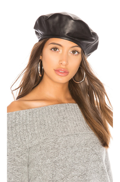 Hat Attack Leather Beret in black