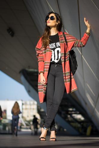jeans black t-shirt blogger la couleur du moment tartan sandals round sunglasses