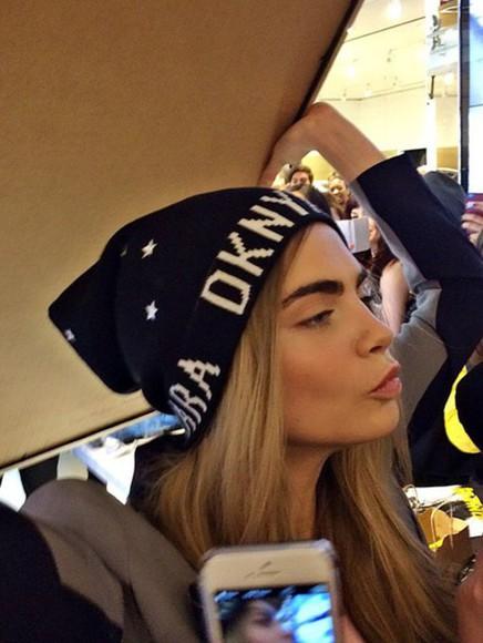 fashion vibe cara delevingne make-up dkny beanie