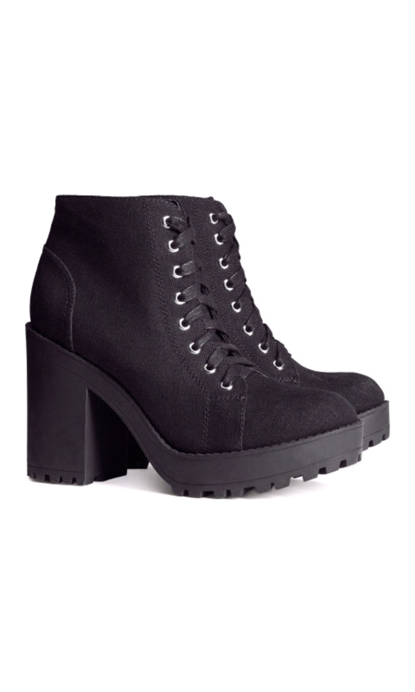 shoes h&m boots canvas black platform shoes chunky boots leather boots leather shoes h&m boots ankle boots black boots platform boots love cool fashion tumblr dress crop tops bag black shoes leather shorts black ankle boots black platform boots style