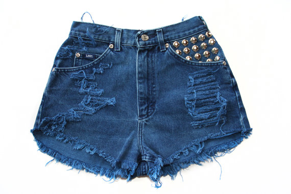 Vintage High Waisted Denim Studded Cut Off par VagrantVintageCo
