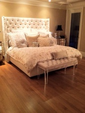 home accessory,chic,white bedding,faux fur,decorative pillows,bedsidetable,footboard,bench,trunk