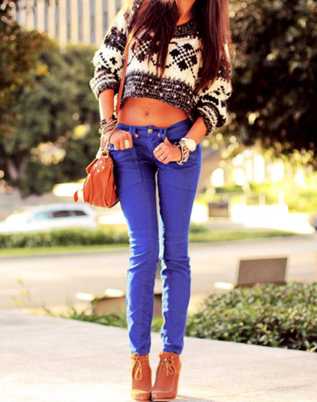 sweater blue pants brown purse brown shoes black and white sweater white watch rings brown wedge blue skinny jeans shoes belly ring