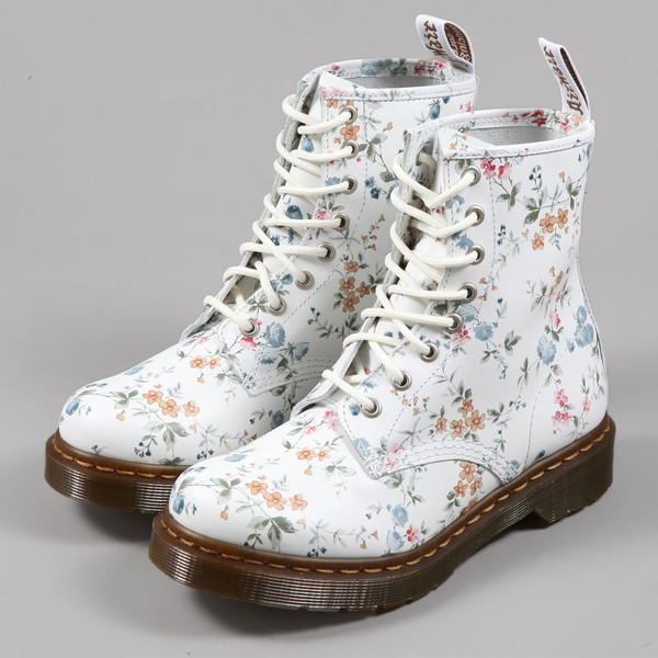 shoes docmartens DrMartens doc floral flowers white boots cute