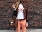 jacket,brown,clothes,peach,peach pants,bag,bow,leather jacket,white sweater,brown leather bag,gold,bracelets,jeans,jewels,sweater