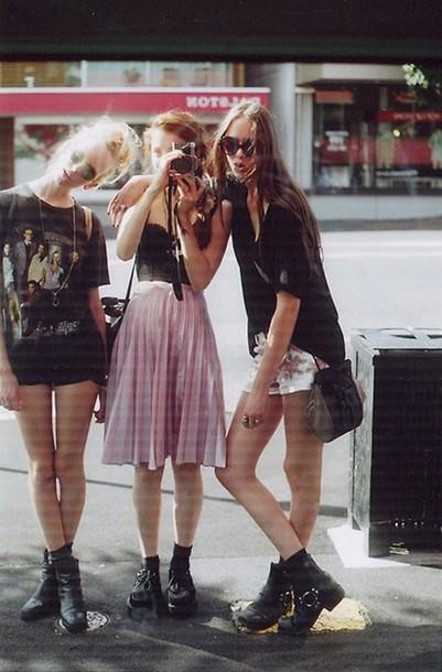 skirt pink girl long long skirt pleated dress hipster grunge pink skirt midi skirt pleated skirt punk goth hipster soft grunge grunge indie streetwear alternative bag blouse 90s grunge 90s style light pink soft grunge skirt shirt maxi skirt