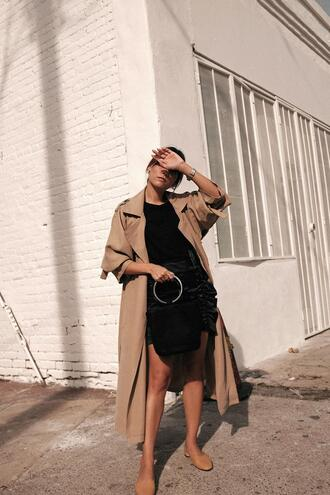 teetharejade blogger skirt t-shirt bag trench coat black bag black skirt