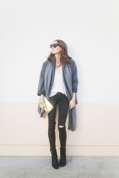could i have that blogger scarf grey coat white top skinny jeans