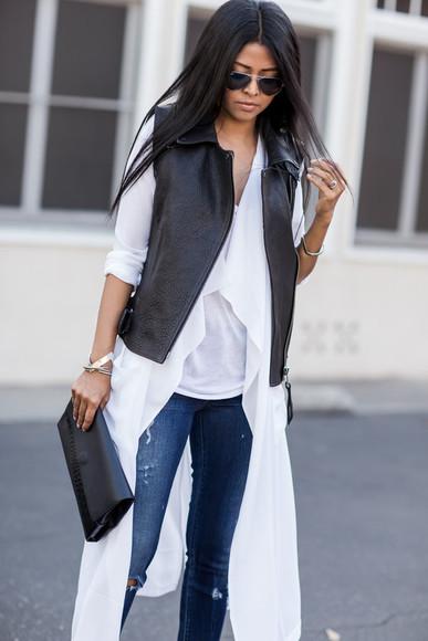 walk in wonderland blogger jeans bag top jewels jacket clutch
