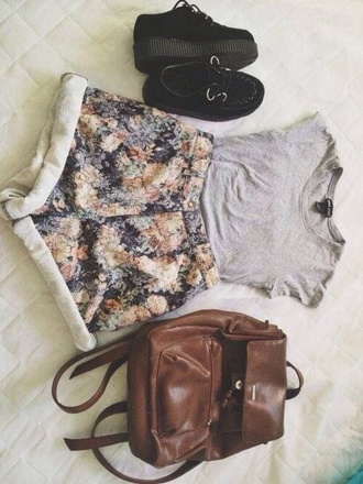 bag brown leather black platform sneakers shoes shirt shorts vintage floral flowers flowered shorts rolled up high waisted high waisted shorts rolled grey top t-shirt black creepers brown bookbag backpack