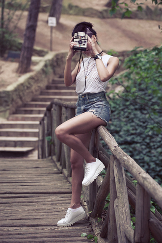 toybox by christina blogger top shoes shorts jewels hipster summer outfits denim shorts white shoes