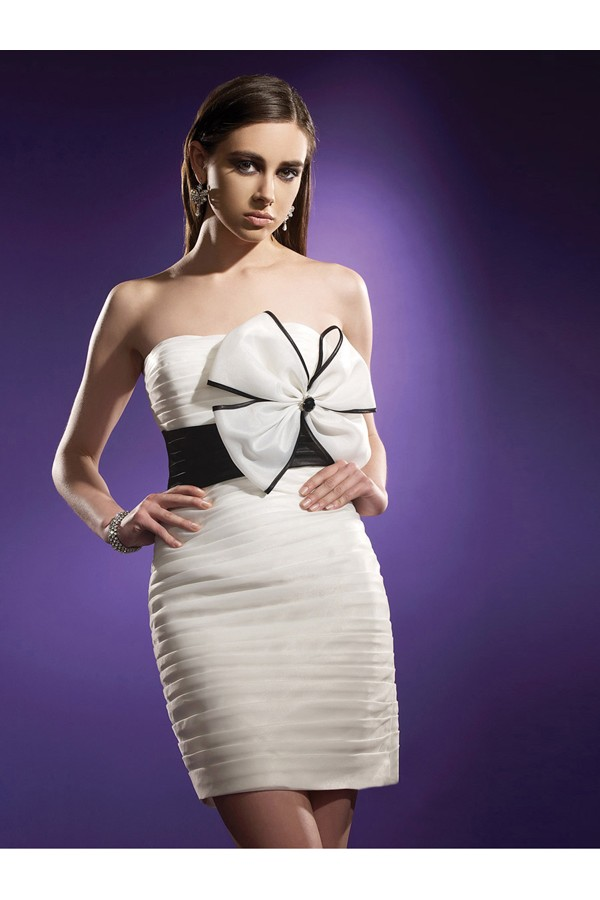 A-line Strapless Sleeveless Short White Cocktail Dresses With Bowknot