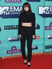 top,crop tops,all black everything,mtv ema awards,pants,pumps,charli xcx