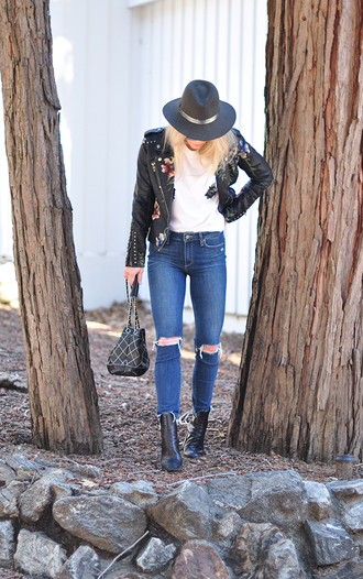 love maegan blogger t-shirt jacket jeans spring outfits black leather jacket felt hat hat boots