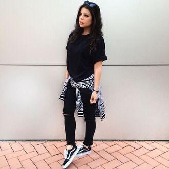 jacket black t-shirt black ripped jeans black sneakers vans blogger