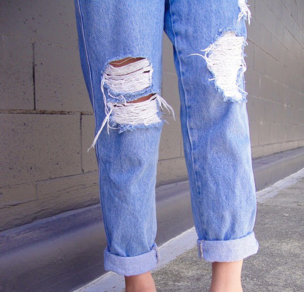jeans pepe jeans mom jeans boyfriend jeans acid washed denim jacket denim fashion casual blogger style hipster indie alternative soft grunge used for backless used look jeans girly cute thumbs up blue pls help me guys plshelp thx hippie boho hobo chic charmender vintage retro light blue boyfriend jeans
